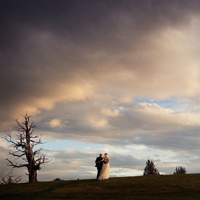 A stroll they'll never forget! Stunning, magical wedding moment captured by @kimberlykayphoto this weekend. Congratulations Jennifer + Lance! #pronghornfan #wedding #oregonwedding #centraloregon #bendoregon #inbend #luxurywedding #ghosttree #aubergeresorts