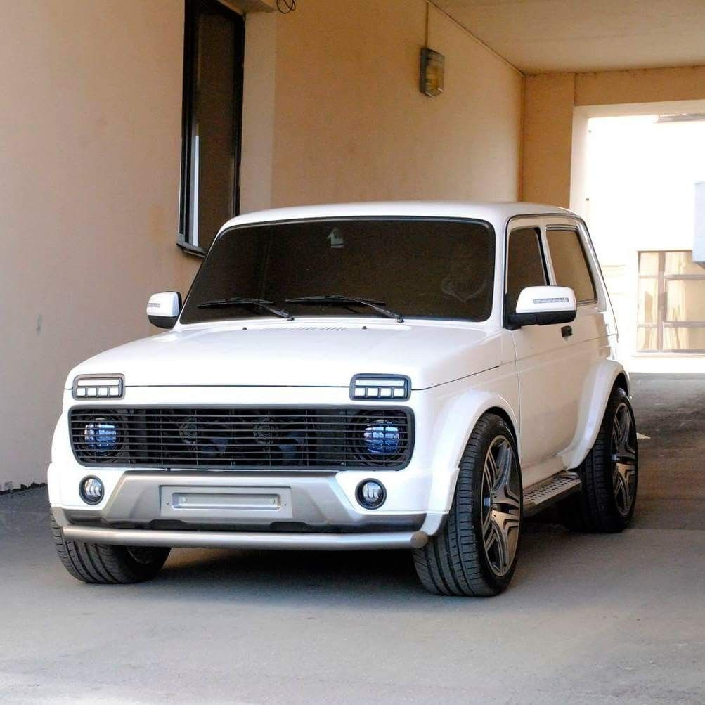 lada niva 4x4 rebaixado pneu perfil baixo tunning white horse. Black Bedroom Furniture Sets. Home Design Ideas