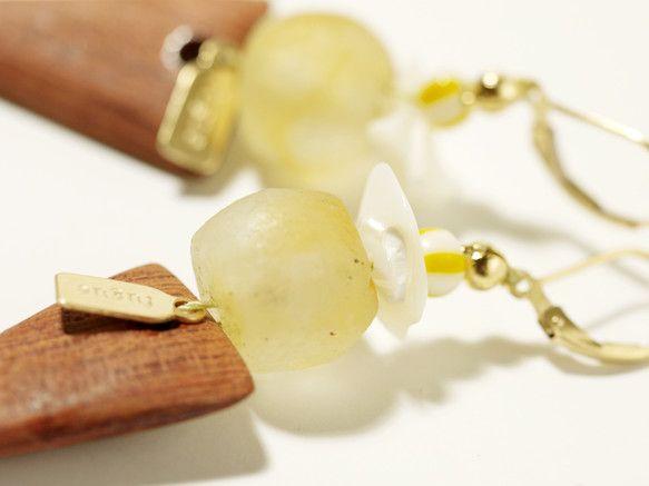 林檎の様な、シャーベットの様なガラスは、遠いアフリカの地ガーナからの、ハンドメイドによるガラス。同じくアフリカの大地で育ったブビンガの木に、小さな海の欠片を添...|ハンドメイド、手作り、手仕事品の通販・販売・購入ならCreema。
