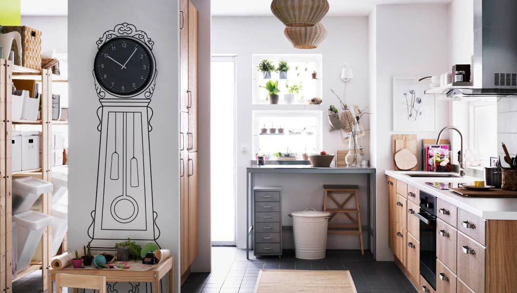 IKEA Österreich, Energieeffiziente Elektrogeräte in einer großen - k chenzeile mit elektroger ten ikea
