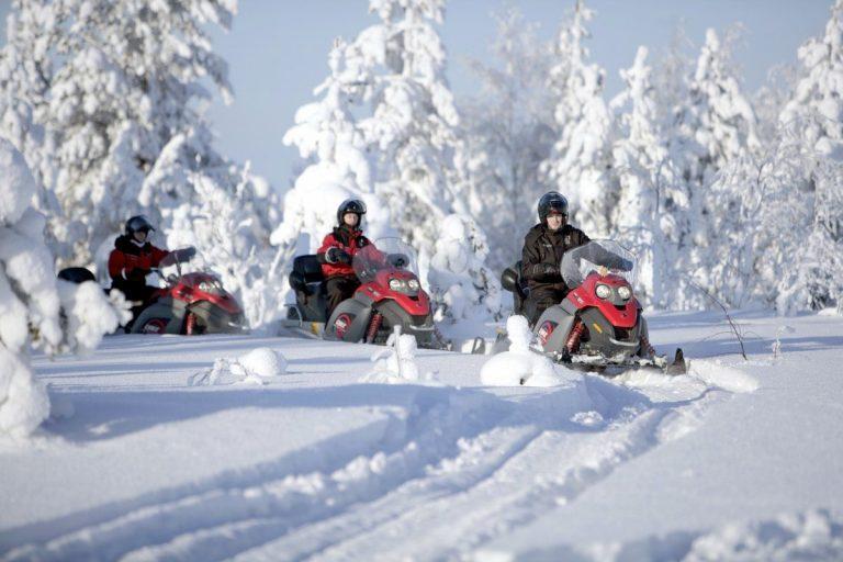 Actividades En La Nieve Alquiler De Motos De Nieve En Andorra La Alternativa Al Esquí Más Divertida Actividades De Montaña Y Aven Lappland Rovaniemi Lapland