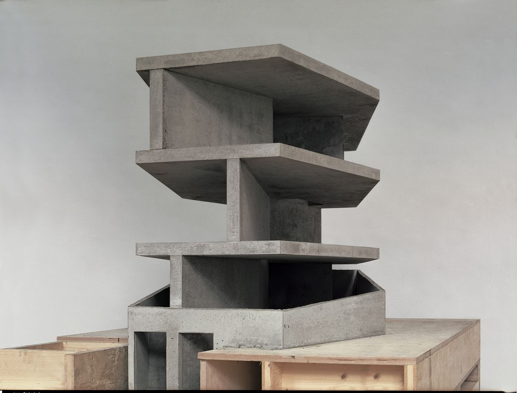Christian kerez house with one wall architecture model for Raumgestaltung prasentation