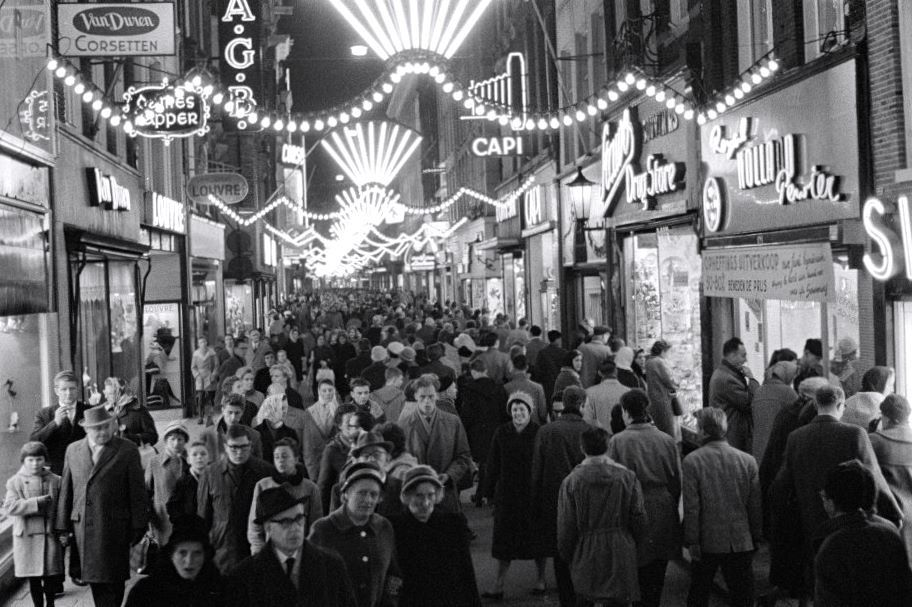 Kalverstraat, Amsterdam. Christmas shopping in the 1960's