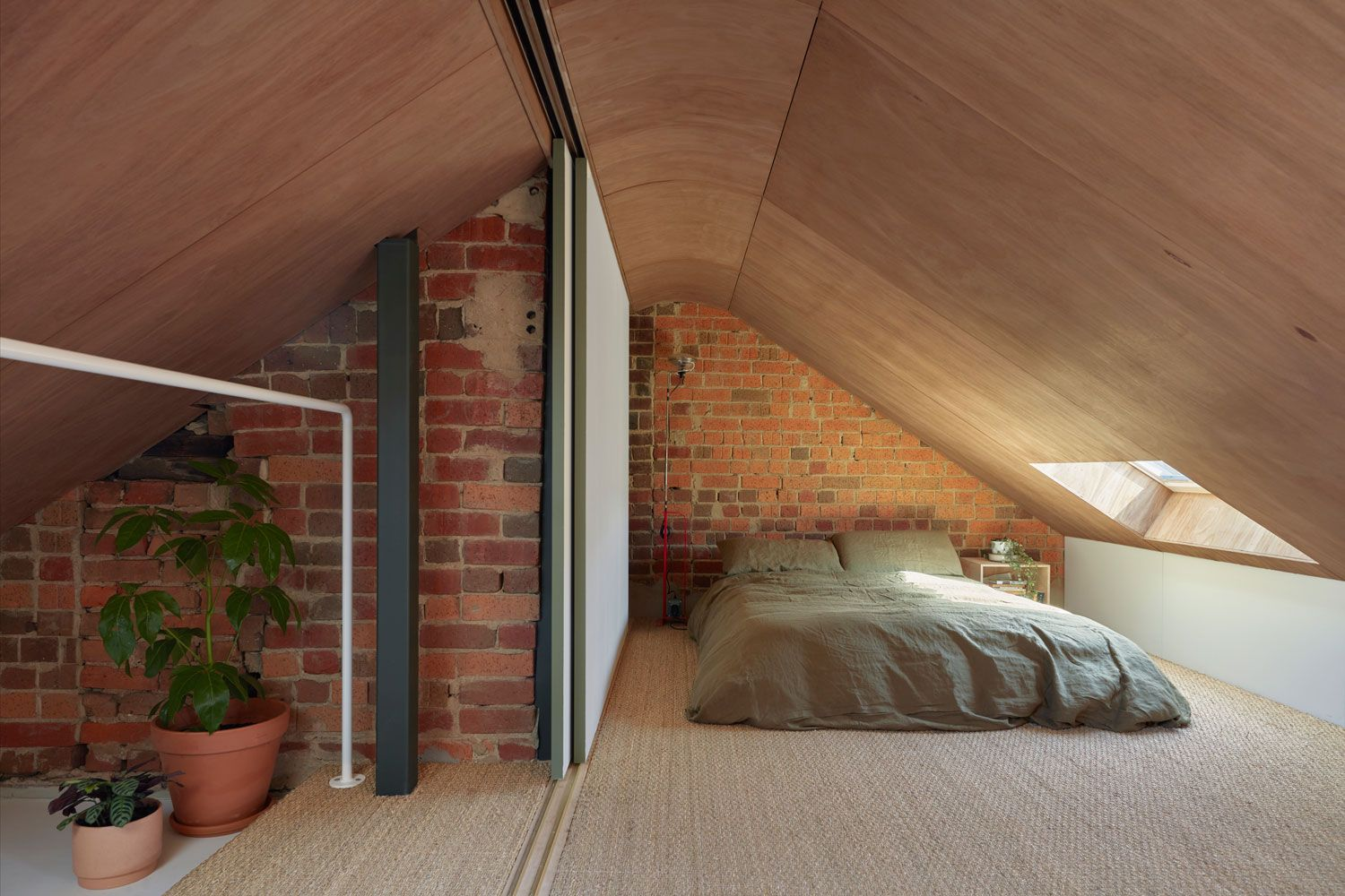 Hoa S House Conversion Of A 150 Year Old Melbourne Pub By Ioa Studio House Home Curved Walls