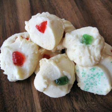 Retro Betty Crocker Candy Cane Cookies | The Kitchen Magpie #whippedshortbreadcookies