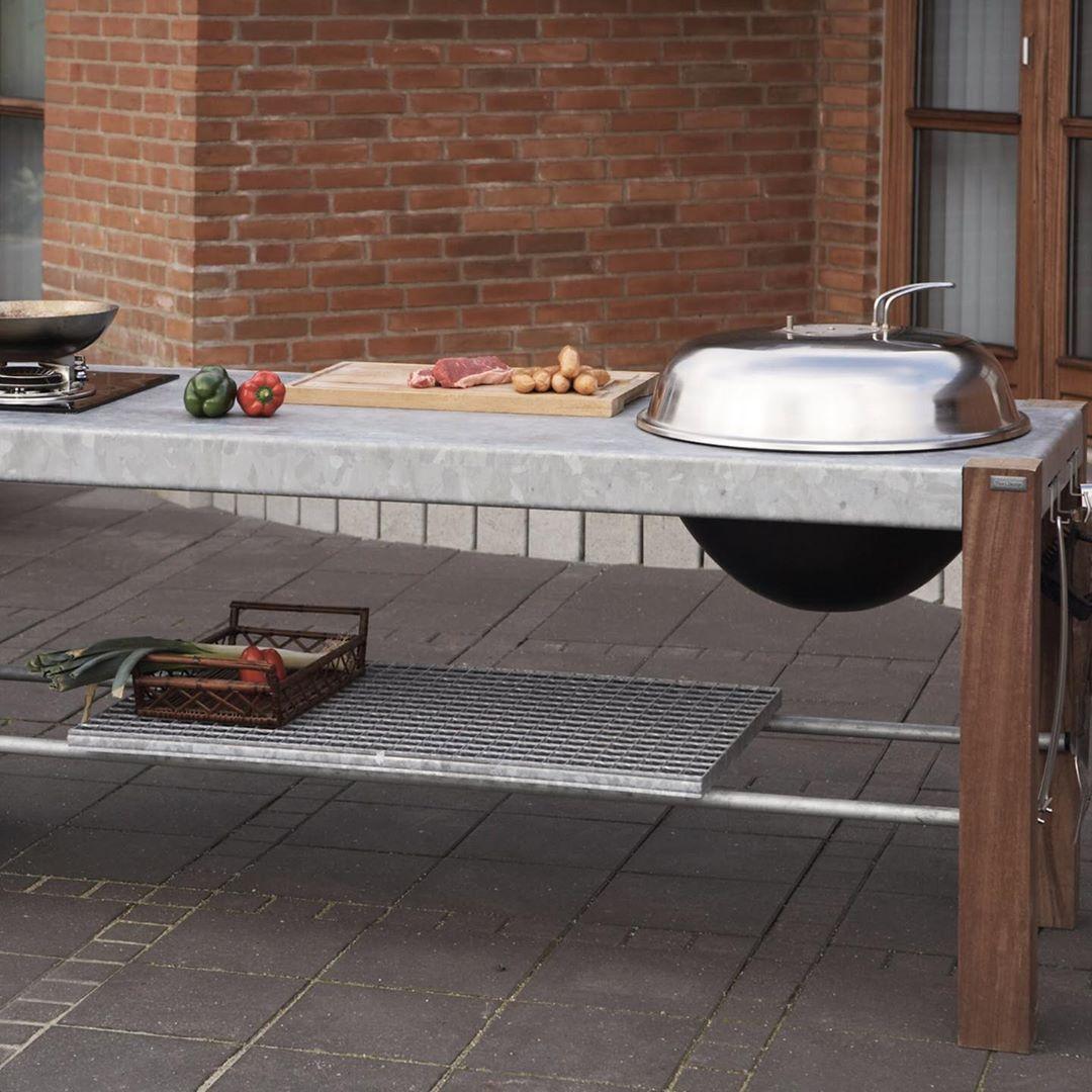Geniessen Sie Die Zeit Im Freien Mit Einer Savra Outdoor Kuche Mit Beinen Aus Upcycling Holz Einer Contemporary Kitchen Outdoor Kitchen Kitchen Inspirations