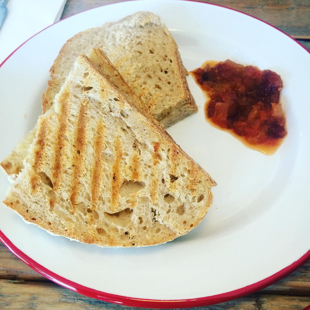 The simplest of pleasures, great #bread grilled with Somerset #cheddar served with lovely #chutney - a good one at @smithandgertrude. #Stockbridge #edinburgh #instafood #food #cheese