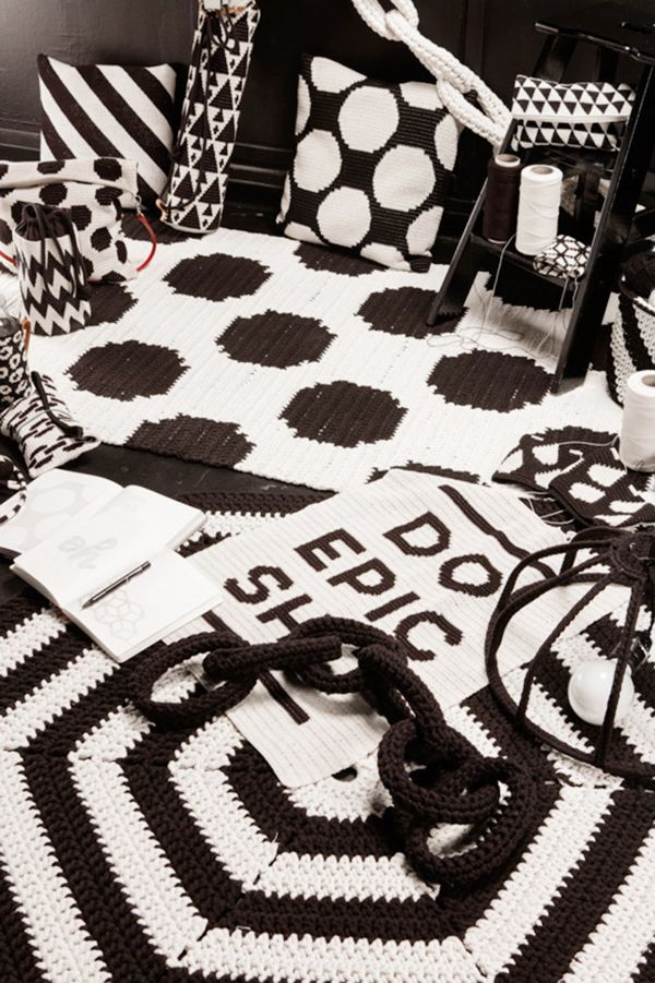 Black and white works from Virkkuri books | Tapiz de