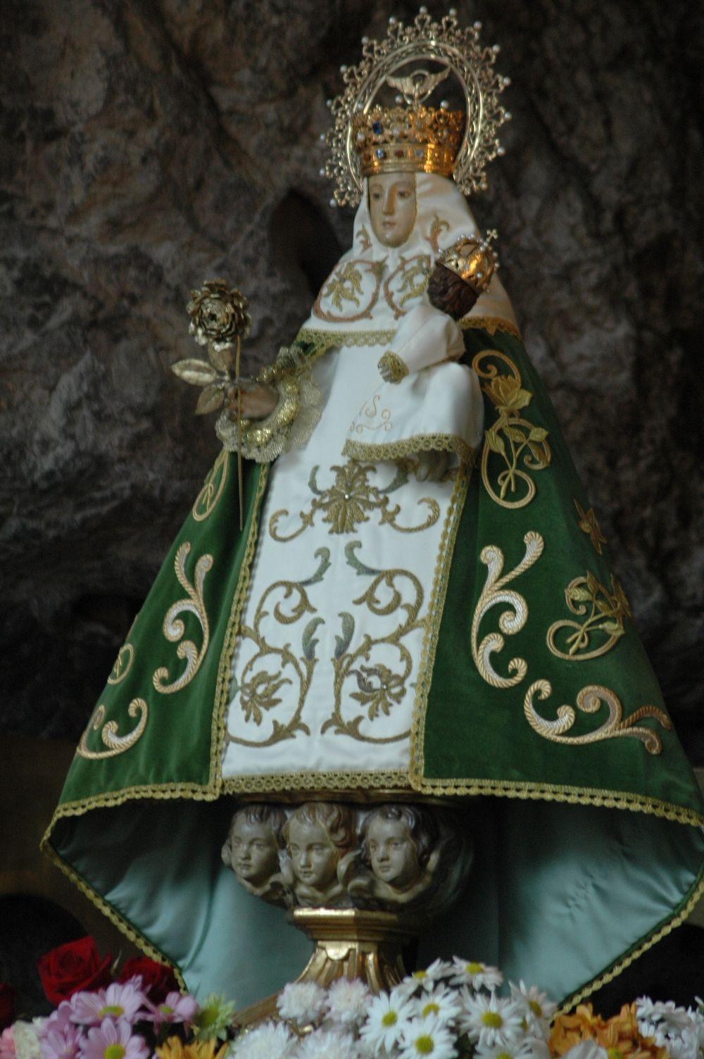 Covadonga La Santina Virgen De Covadonga Manto De La Virgen Pinturas Religiosas