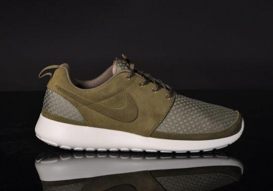 dedba5a88309b Nike Roshe Run … Woven Oberfläche ... Squadron Green-Birch-Volt ...
