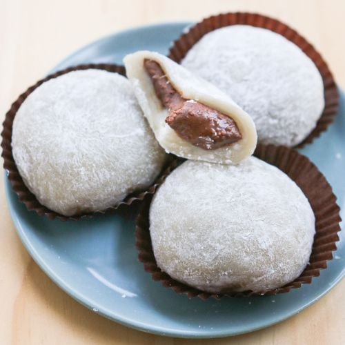 Hazelnut Butter Mochi | Thirsty for Tea. What?? Nutella in a mochi ball? HA.  And maybe now I want to try making them from scratch. Maybe.