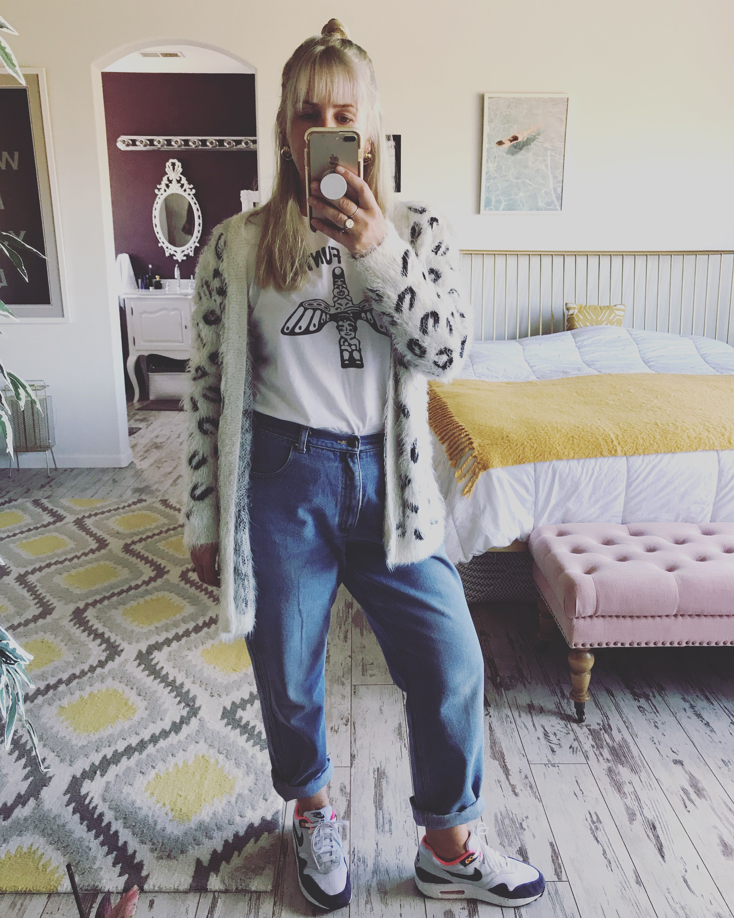 Estar confundido Inmuebles Noticias  Thrifted mom jeans + cardigan, Nike Air Max 1 #ootd | Yoga clothing brands,  Mom jeans, Clothing brand