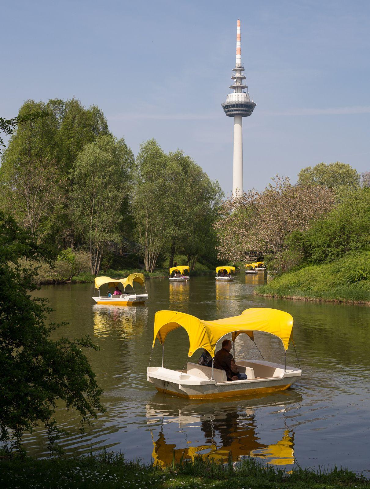 Gondolettas on Kutzerweiher lake, Luisenpark, Mannheim, DE