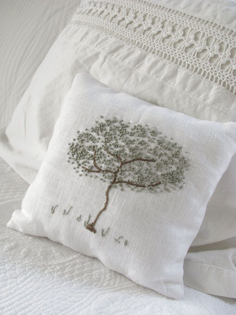 Nice use of french knots on this pillow from the raisedincotton blog