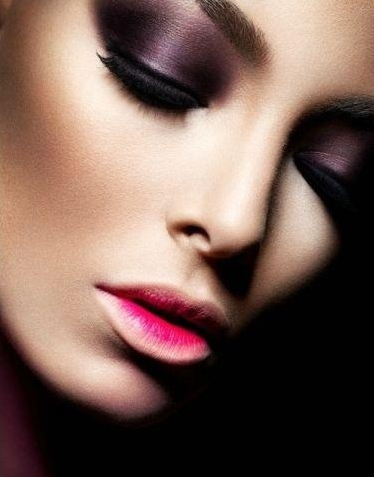 Dark eye make up & pretty fake eye lashes. love everything about this....totally agree!! love this