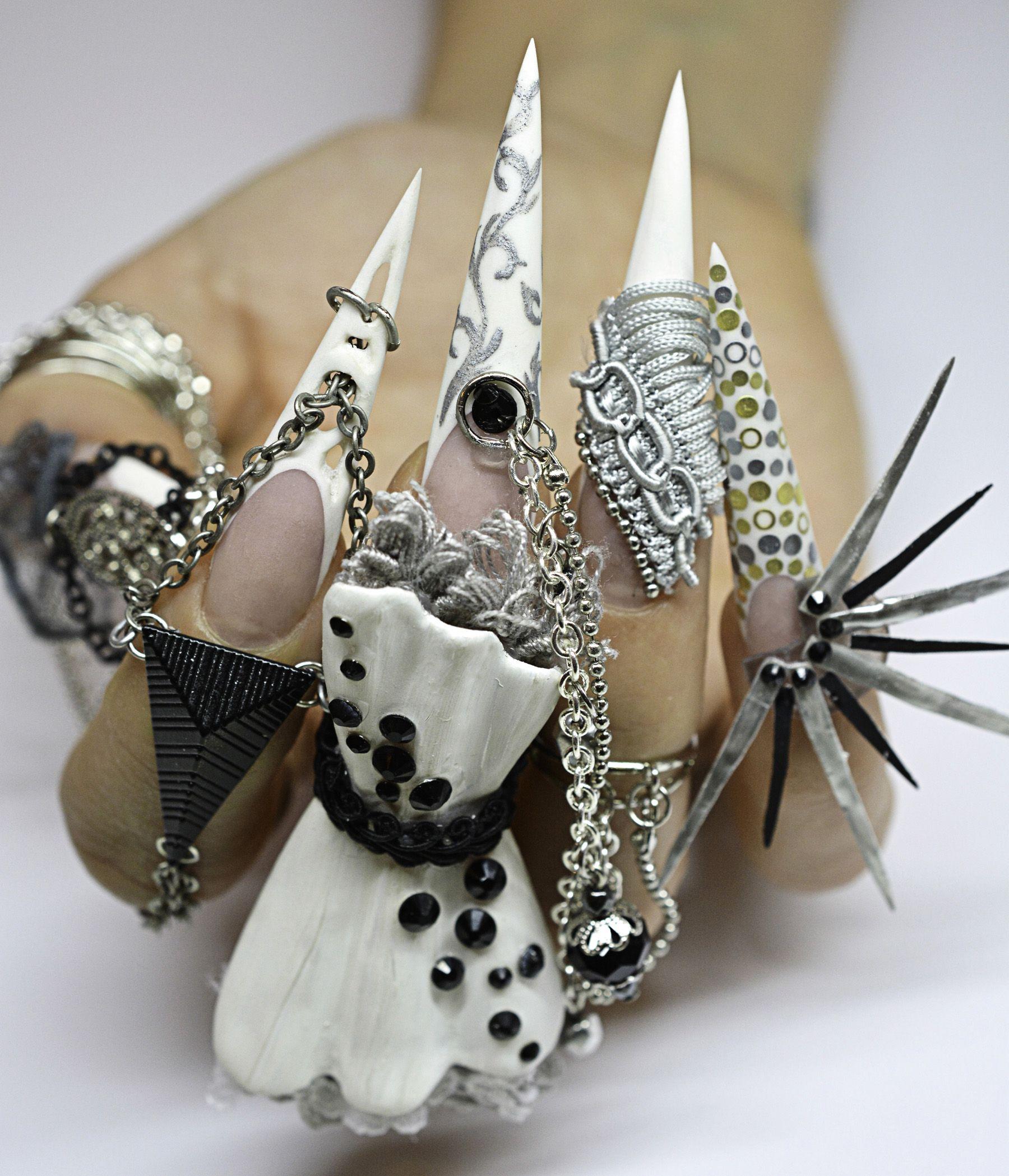 Celina | Uñas exóticas, Uñas brillantes y Diseños de uñas