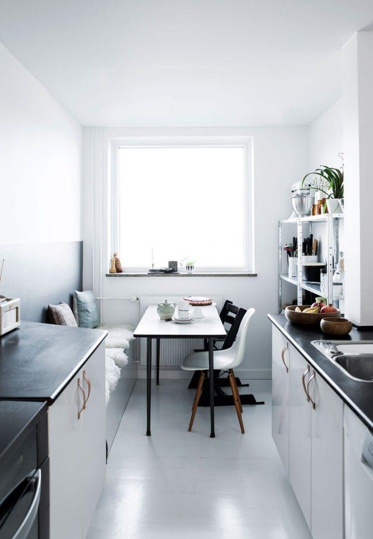Essplatz in der skandinavischen Küche - schwarz und weiß ...