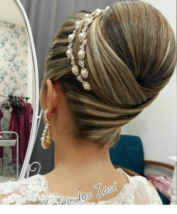 Amazing updo with hairband