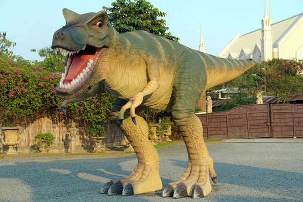 Awesomely Realistic Dinosaur Garden Statue