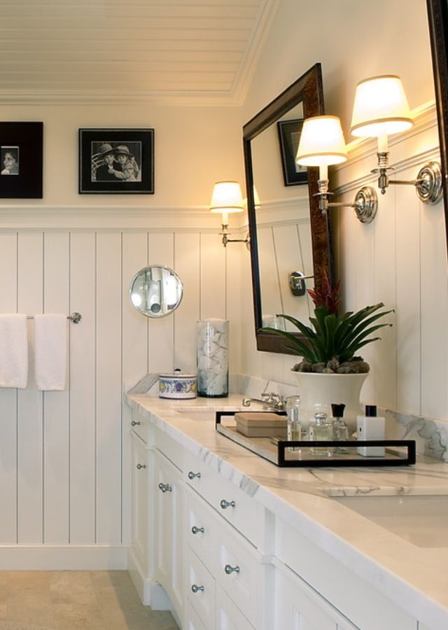 White bathroom beadboard i n t e r i o r wainscoting - Bathroom remodel ideas with wainscoting ...