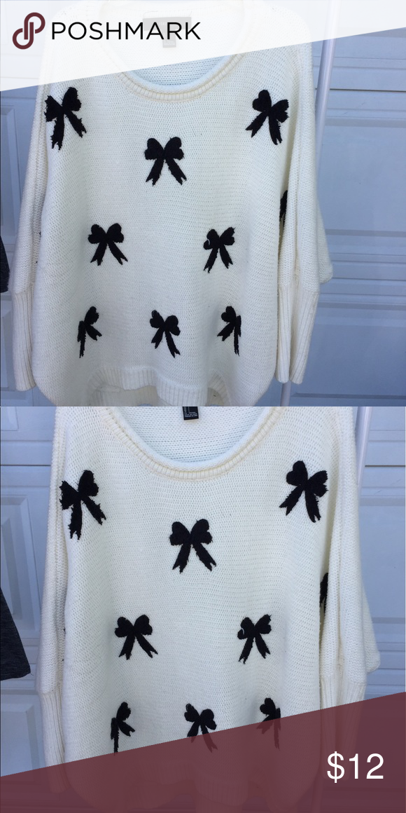 CUTE BOW SWEATER🎀 White knitted sweater with cute bows! Bought from forever 21 and it's actually super comfortable and really nice to wear on a chilly day. 😁  Size:Medium Forever 21 Sweaters