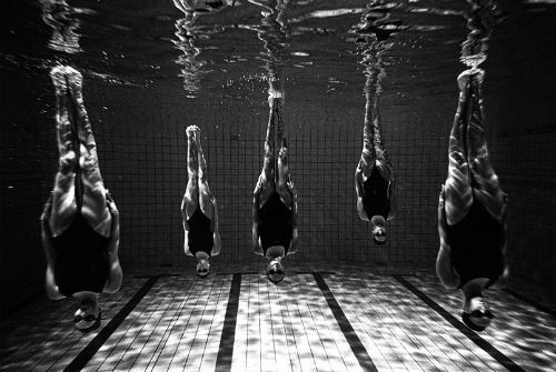Synchronized swimming photos by Tomasz Gudzowaty