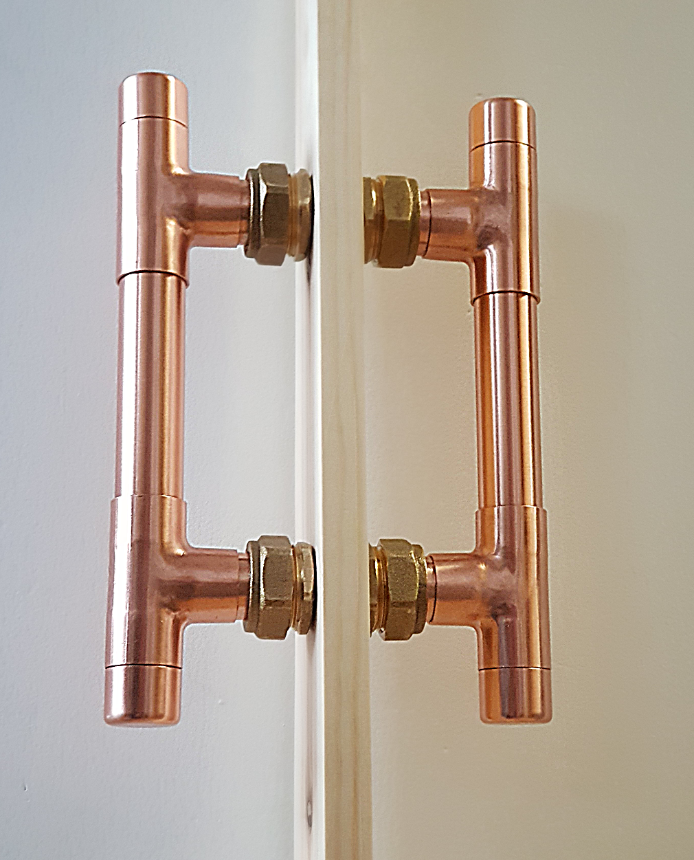 The Copper Door Handle Cleverly Designed To Either Bolt Through The Door Or As A Standard Rear Fixed Door Handle Design Door Handles Sliding Door Handles