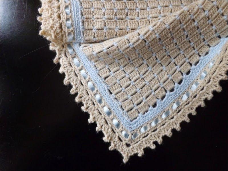 Manta para bebé de ganchillo o crochet en color beige y azul con ...
