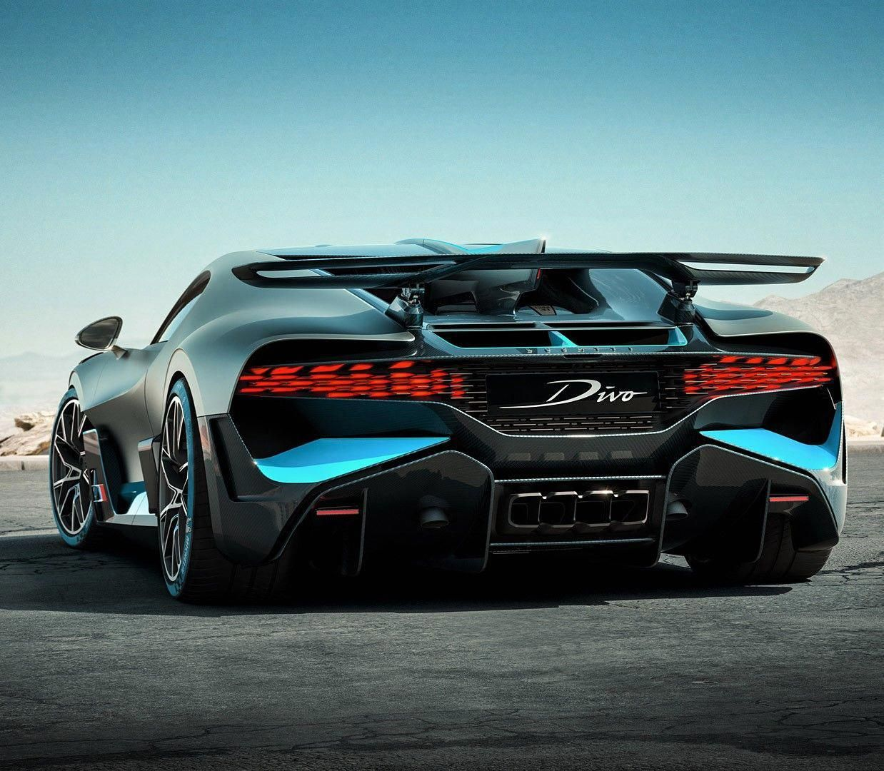 2019 Bugatti Divo The Man The Newest And Fastest Sports Car Luxury Sports Cars Are High Speed Cars Like The Following Fast Sports Car Bugatti Cars Bugatti