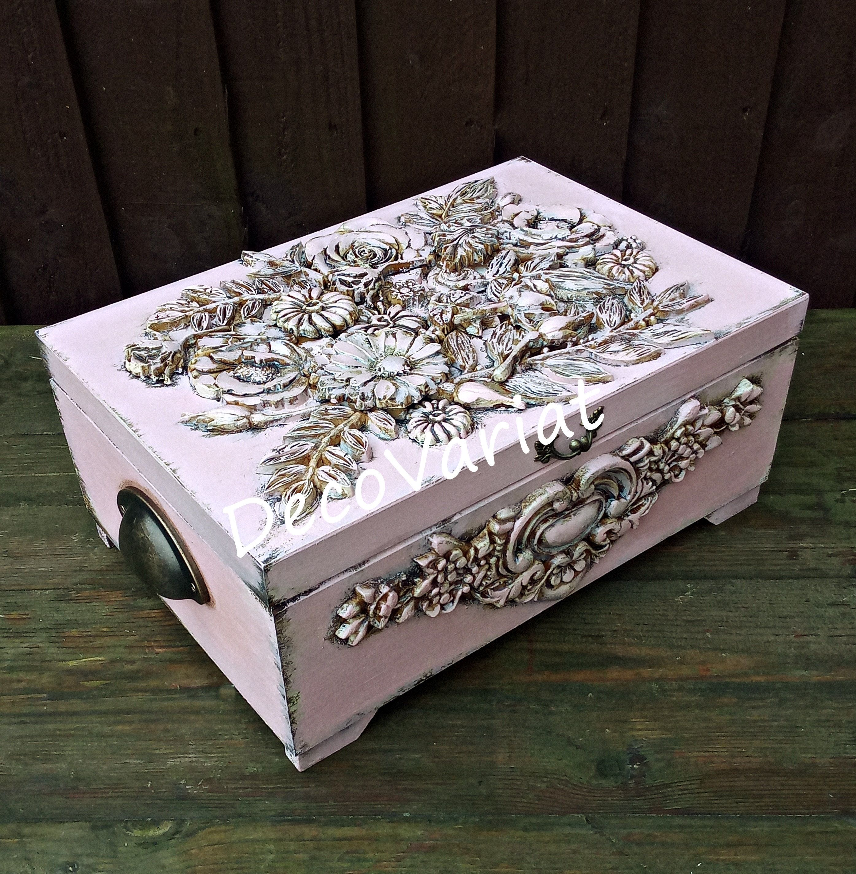 Photo of large jewellery box, jewellery organizer, moulds decor, shabby chic box