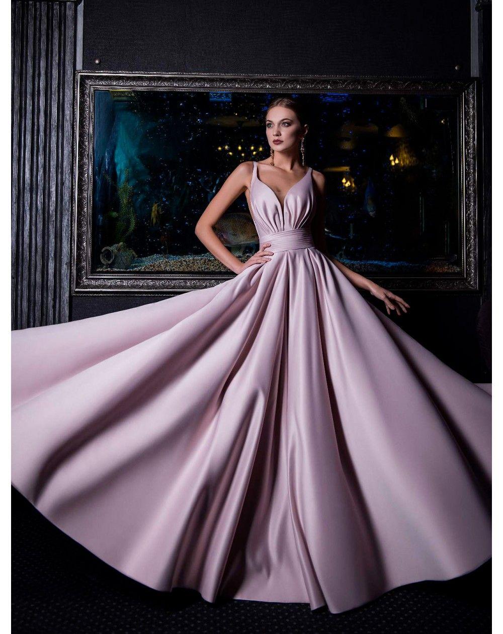Dlhé spoločenské šaty zo saténu s Ačkovou veľkou sukňou.  174391ab639