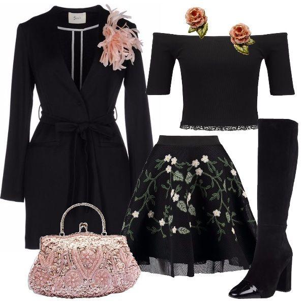 La gonna nera a palloncino in tulle con applicazioni di foglie e fiori rosa  è abbinata alla top nero con bordo sotto in pizzo 74bf6d8ce68