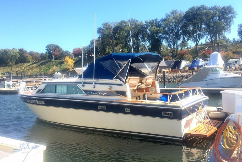1983 Chris Craft 281 Catalina Express Power Boat For Sale Power Boats For Sale Boat Chris Craft