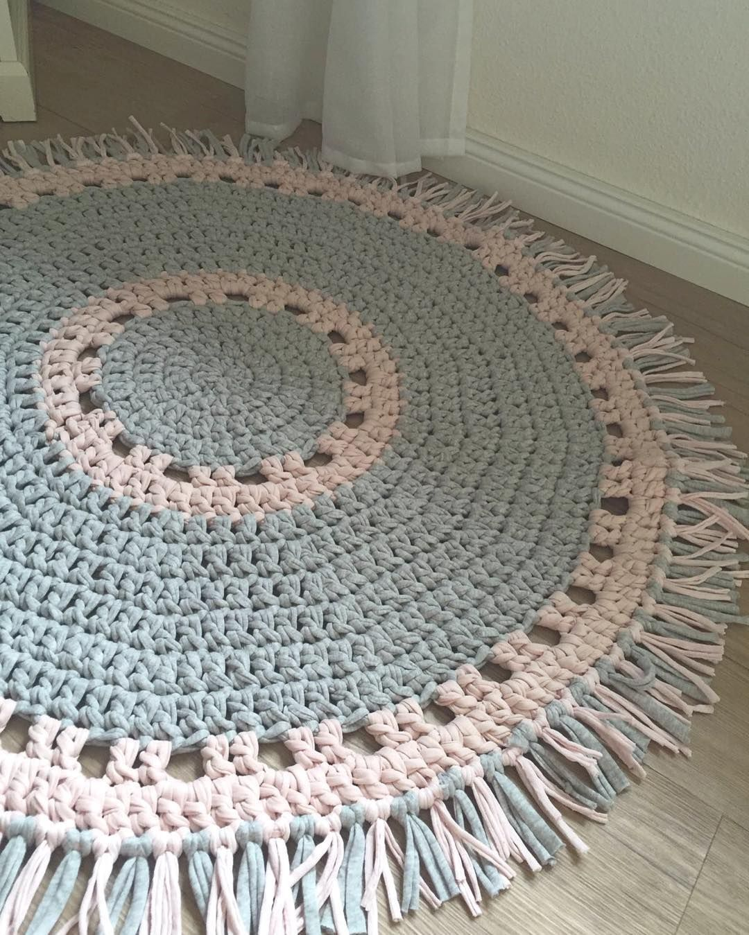 Lovely Fransenteppich grau rosa m crochetrug h keln crochet h kelnisttoll shareyourhoooked