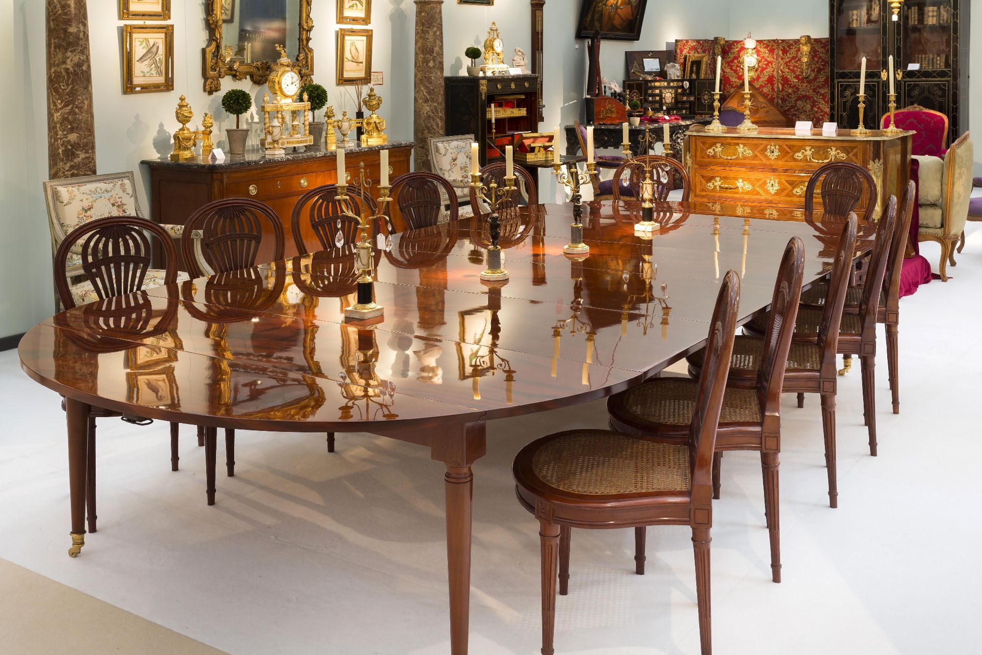 brochure tr s grande table de salle manger d poque. Black Bedroom Furniture Sets. Home Design Ideas