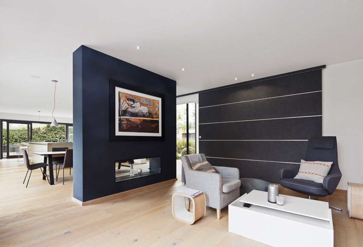 Interior Wohnzimmer Mit Raumteiler Grau   Inneneinrichtung Design Haus  Weald House Baufritz   HausbauDirekt.de
