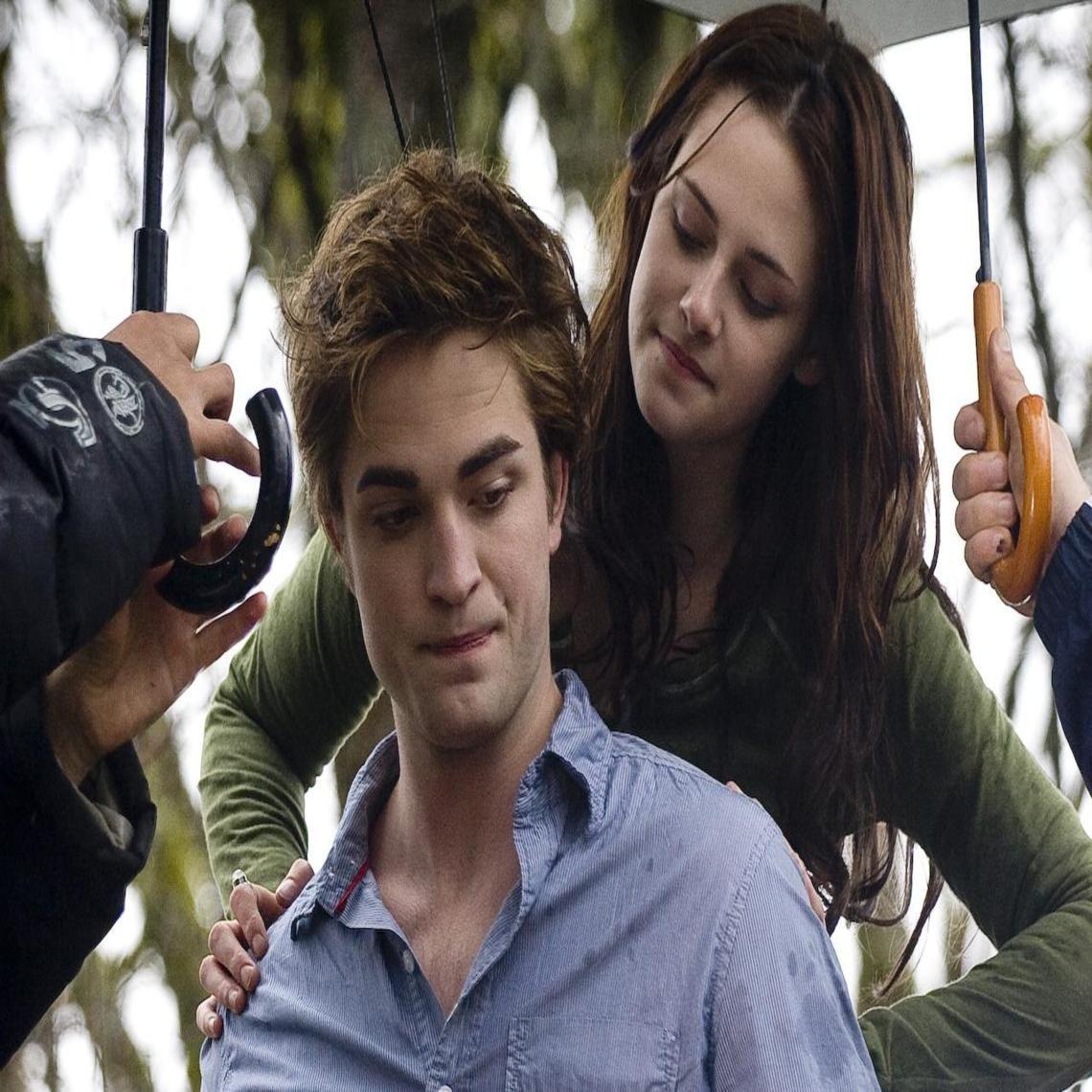 Edward and Bella on set