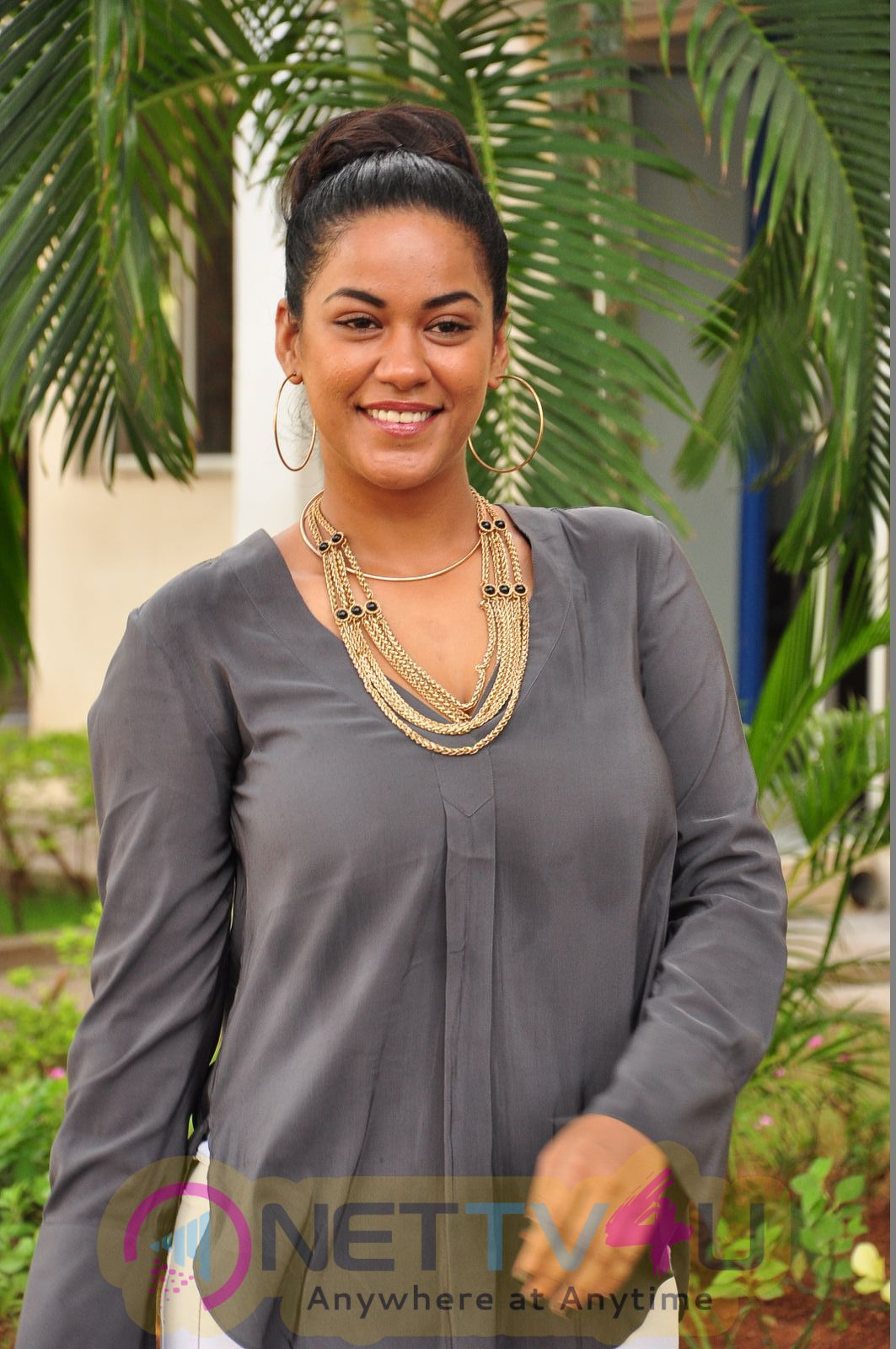 tollywood actress images - nettv4u mumaith khan latest hot photo