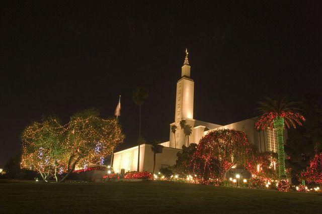 Los Angeles California Temple at Christmas #Mormon #LDS - Temple Christmas Lights Around The World T E M P L E S Pinterest