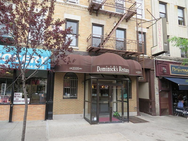 Dominic S Restaurant Bronx This Iconic Arthur Avenue Spot Is An Old School New York Italian Where Diners Are Encouraged To Skip The Menu For