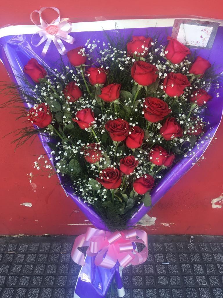 1 D Ramo De 24 Rosas Rojas 011 4205 8128 Ramo De Rosas Rojas Arreglos Florales Creativos Arreglos De Flores Rojas