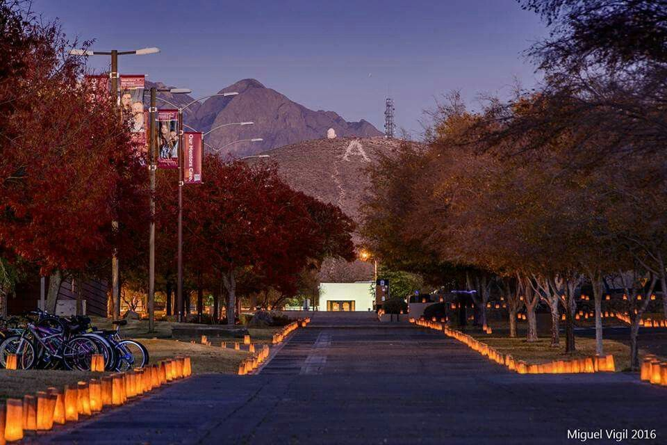 Noche De Luminarias On The Nmsu Campus Photo Credit Miguel Vigil New Mexico State University Mexico Christmas