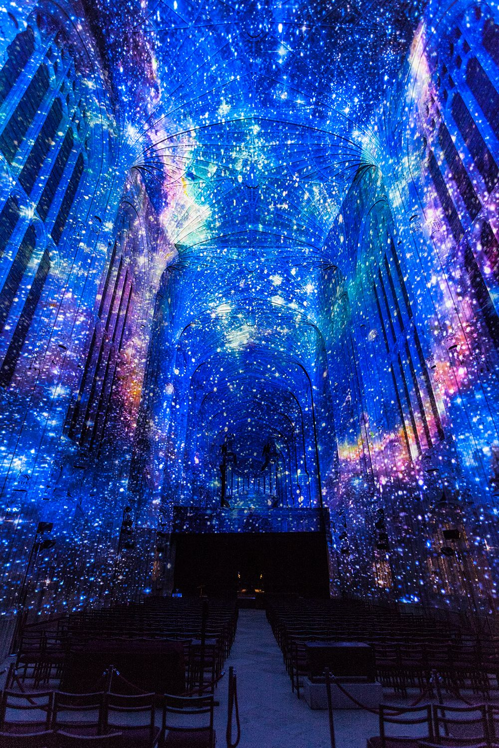 Starry constellations illuminate ceiling of Cambridge's famous gothic chapel #lightartinstallation