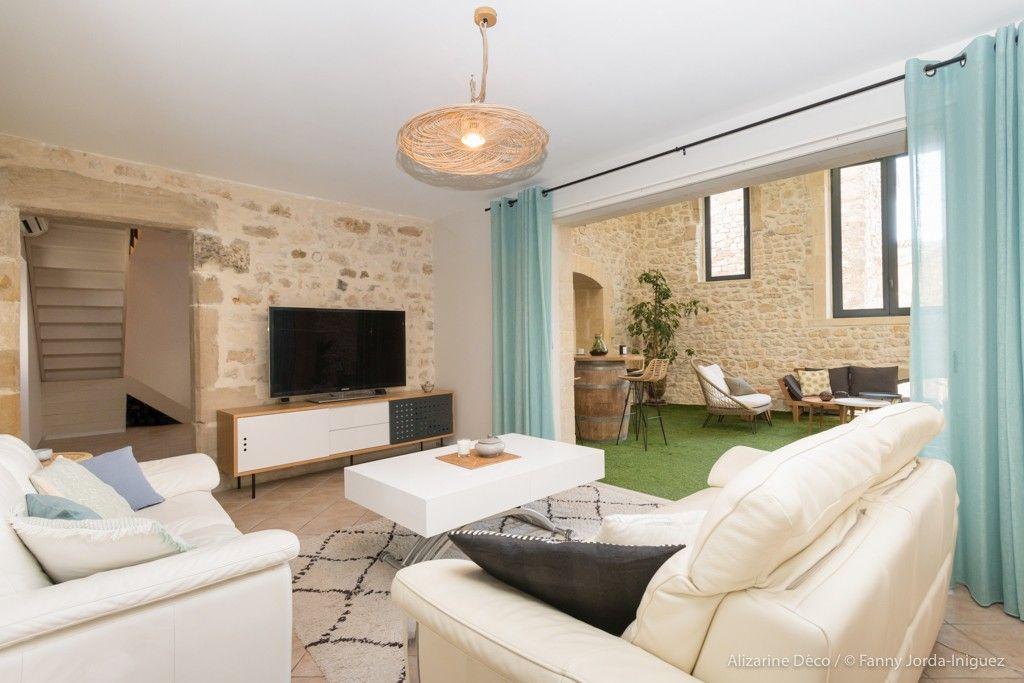 Maison De Village Uzes Gard 30 Alizarine Deco En 2020 Maisons De Village Maison Decoration Interieure