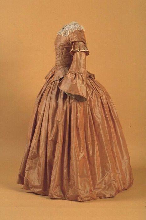 Day dress ca. 1857  From the New Brunswick Museum civil war era #dressesfromthesouthernbelleera