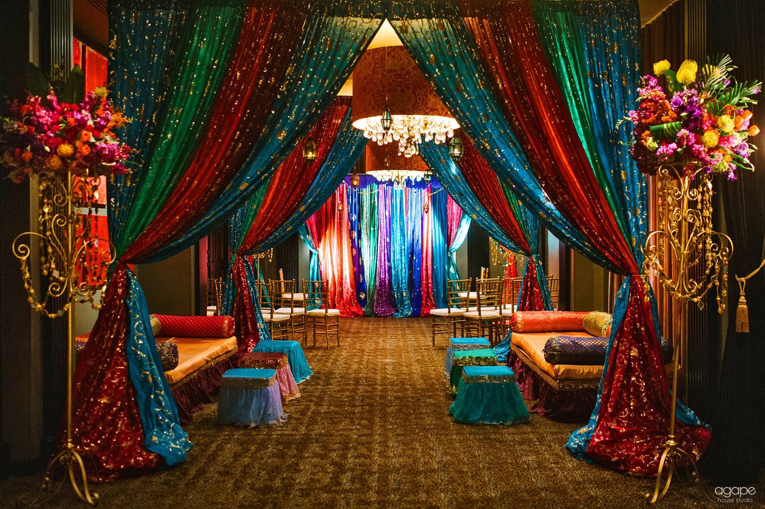 Boda en arabia saudita i parte night parties moroccan for Marriage theme decoration
