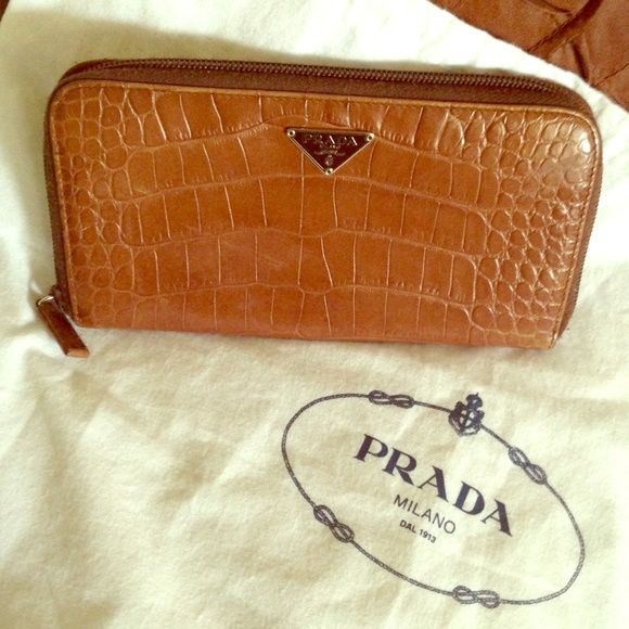 746a5061169363 Authentic brown leather Prada zip wallet Great condition