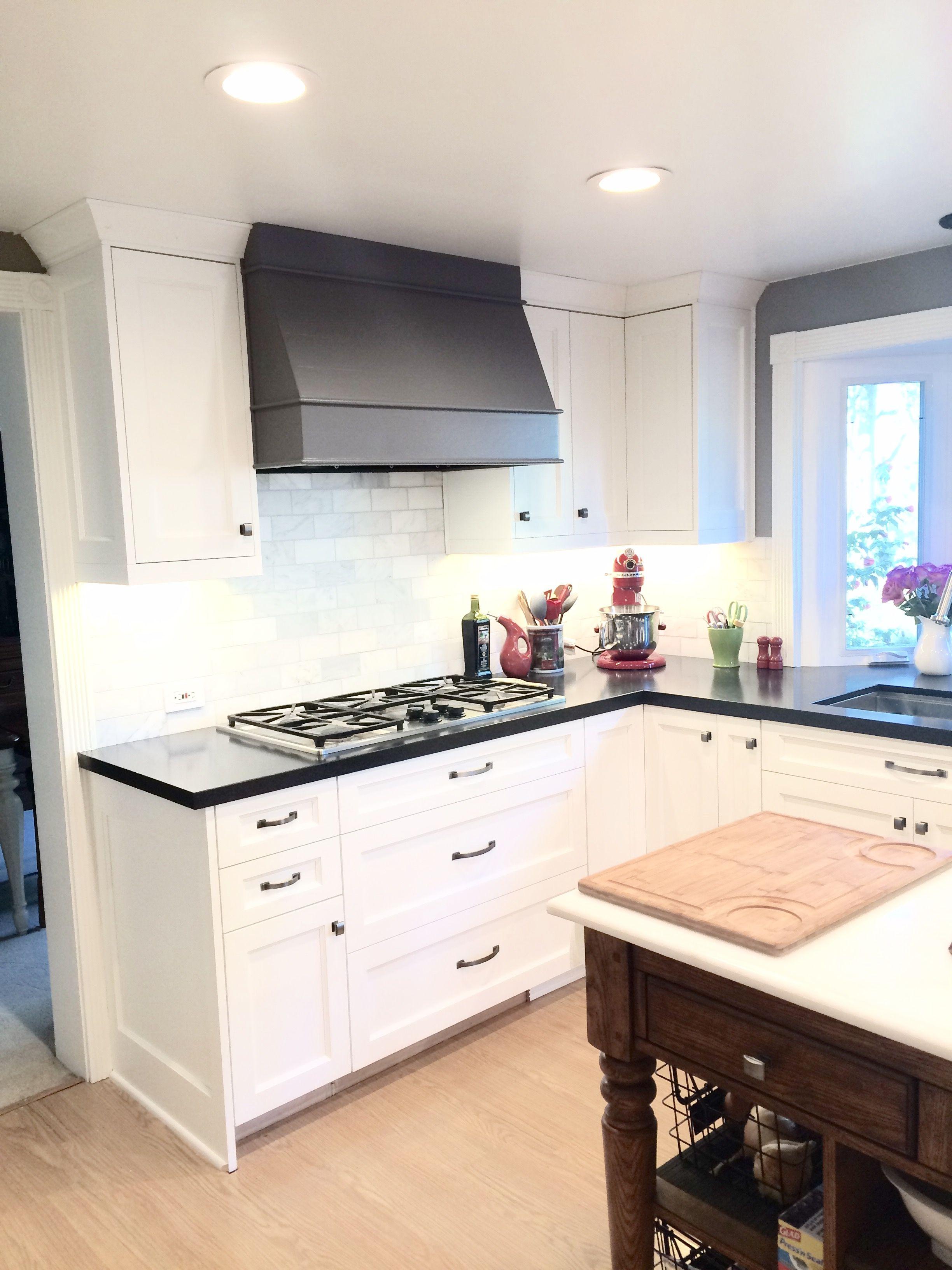 Barker Cabinets Shaker Style Painted Dover White Black Granite Countertop Di Black Kitchen Cabinets Kitchen Cabinet Design Kitchen Cabinets Black And White