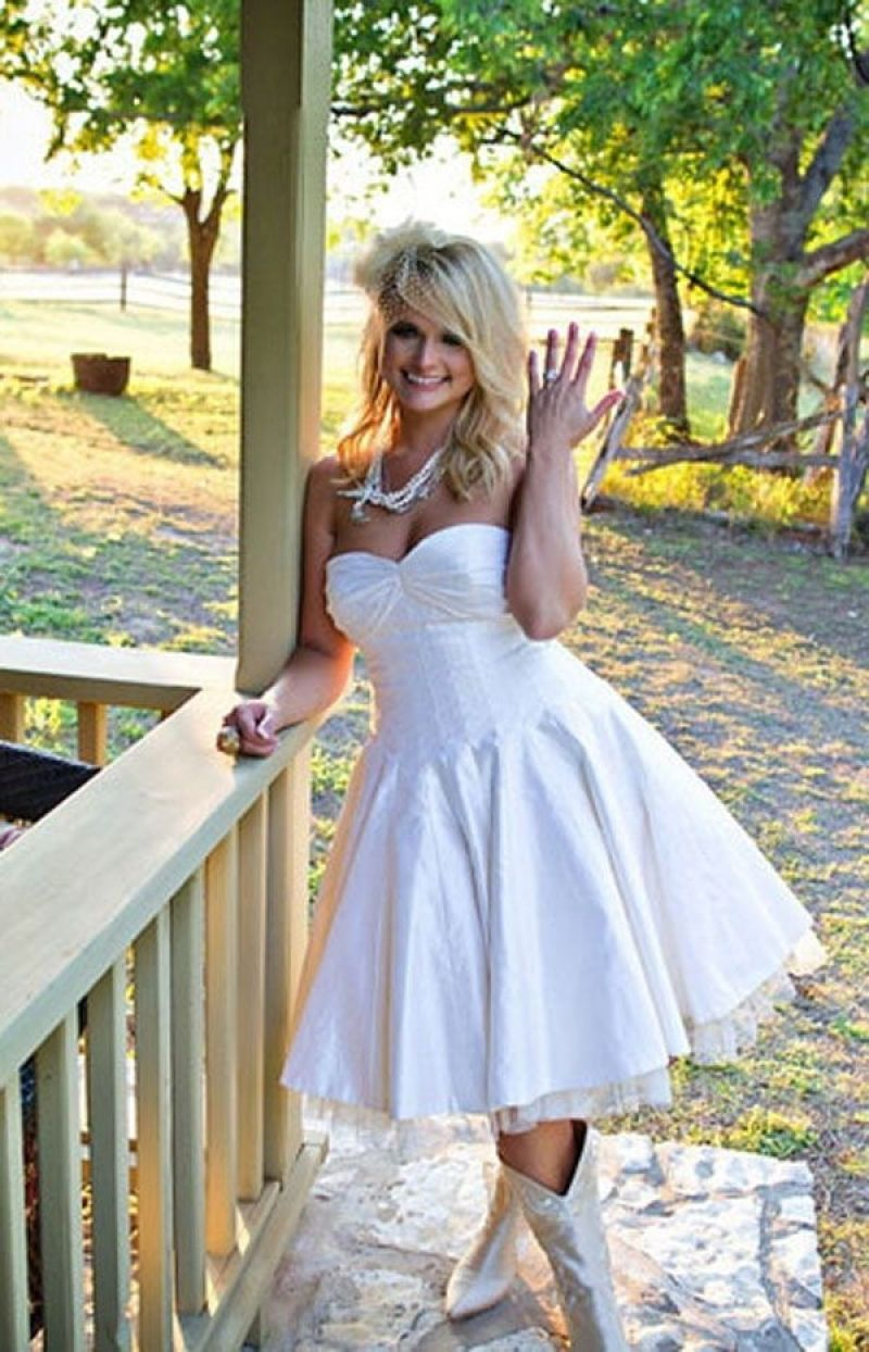 Famousipod Berbagi Informasi Tentang Pertanian Short Country Wedding Dress Country Style Wedding Dresses Short Wedding Dress [ 1244 x 800 Pixel ]
