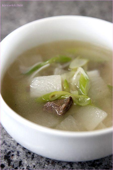 Muguk (Korean radish & beef soup)